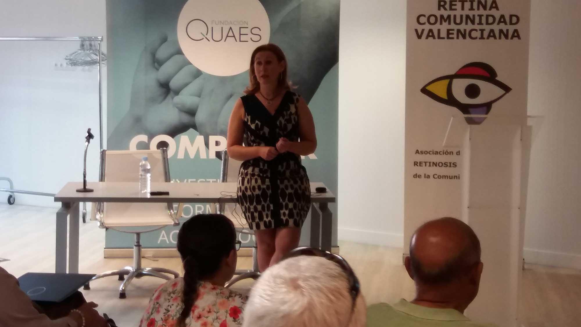 doctora María Elena Rodríguez, del servicio de oftalmología, sección de retina quirúrgica, del Hospital Universitario Virgen de la Arrixaca dio una charla en las instalaciones de la Fundación QUAES