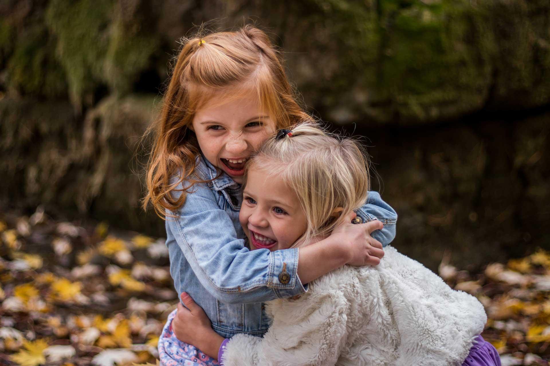 kids-hugging2