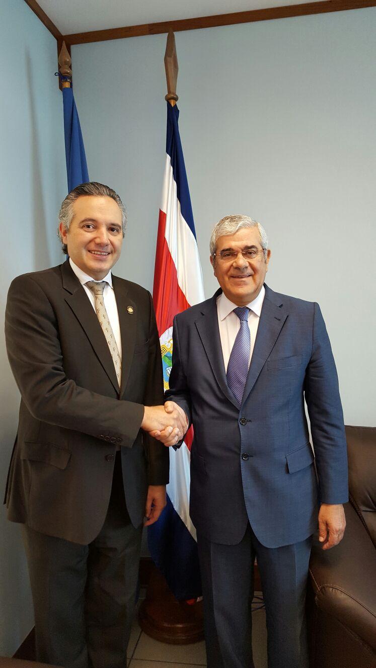Tomás Abadia con el Mimistro de Salud de Costa Rica Fernando Llorca