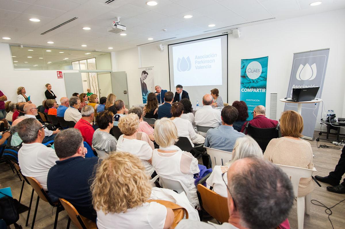 Charla del Dr. Lozano sobre el HIFU a pacientes con Parkinson